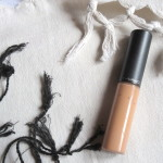 MAC Select Moisturecover Concealer in 'NW25'.