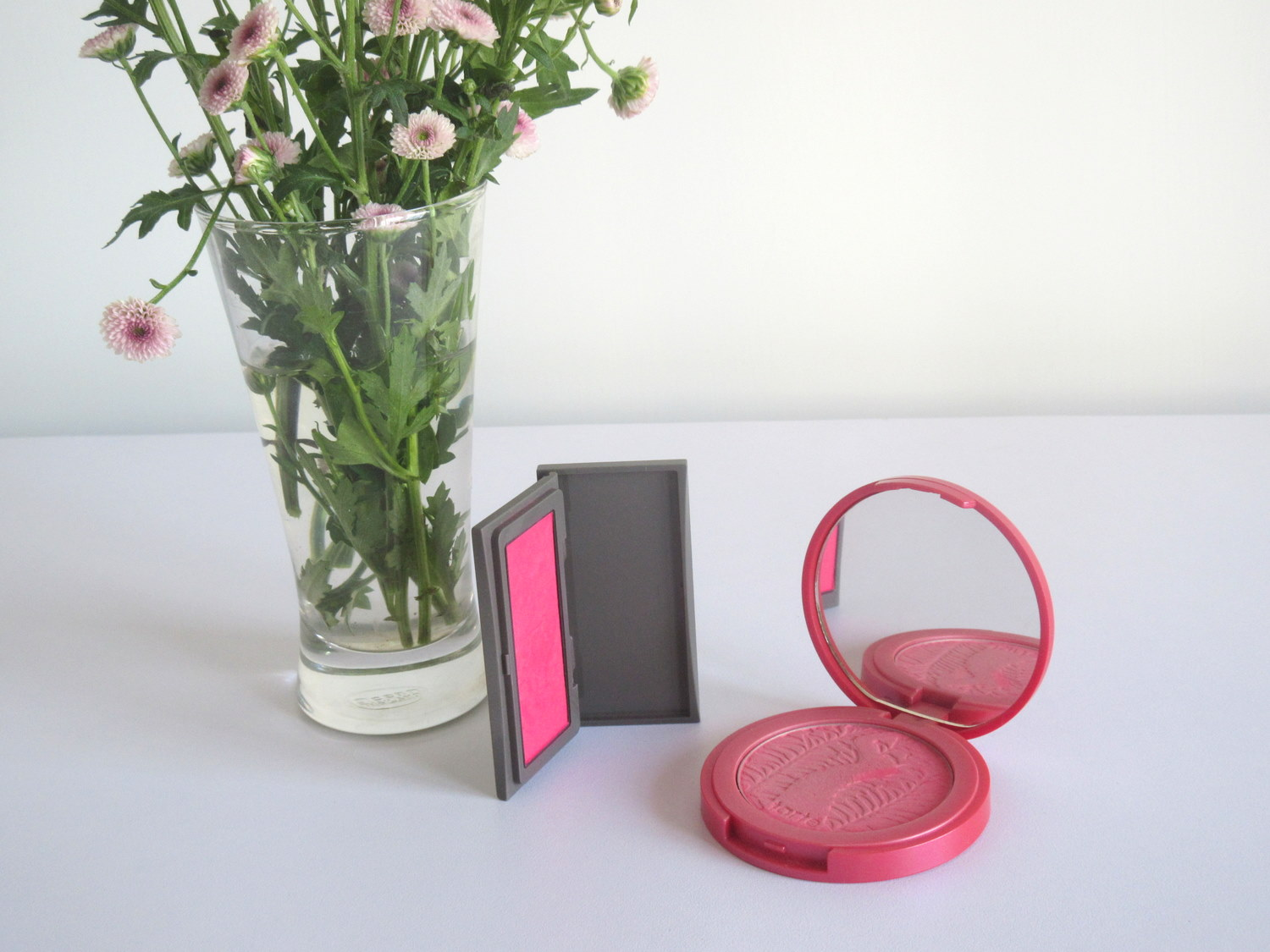 Three Cheeky Chic Blush 14 Beat Of Her Heart, Tarte Amazonian Clay 12-Hour Blush Natural Beauty