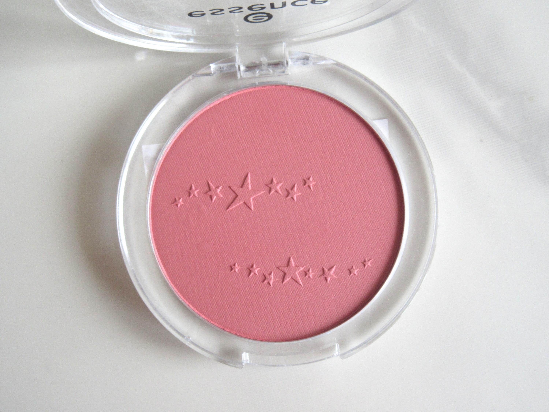 essence matt touch blush, essence matt touch blush 10 peach me up, essence matte touch blush 20 berry me up