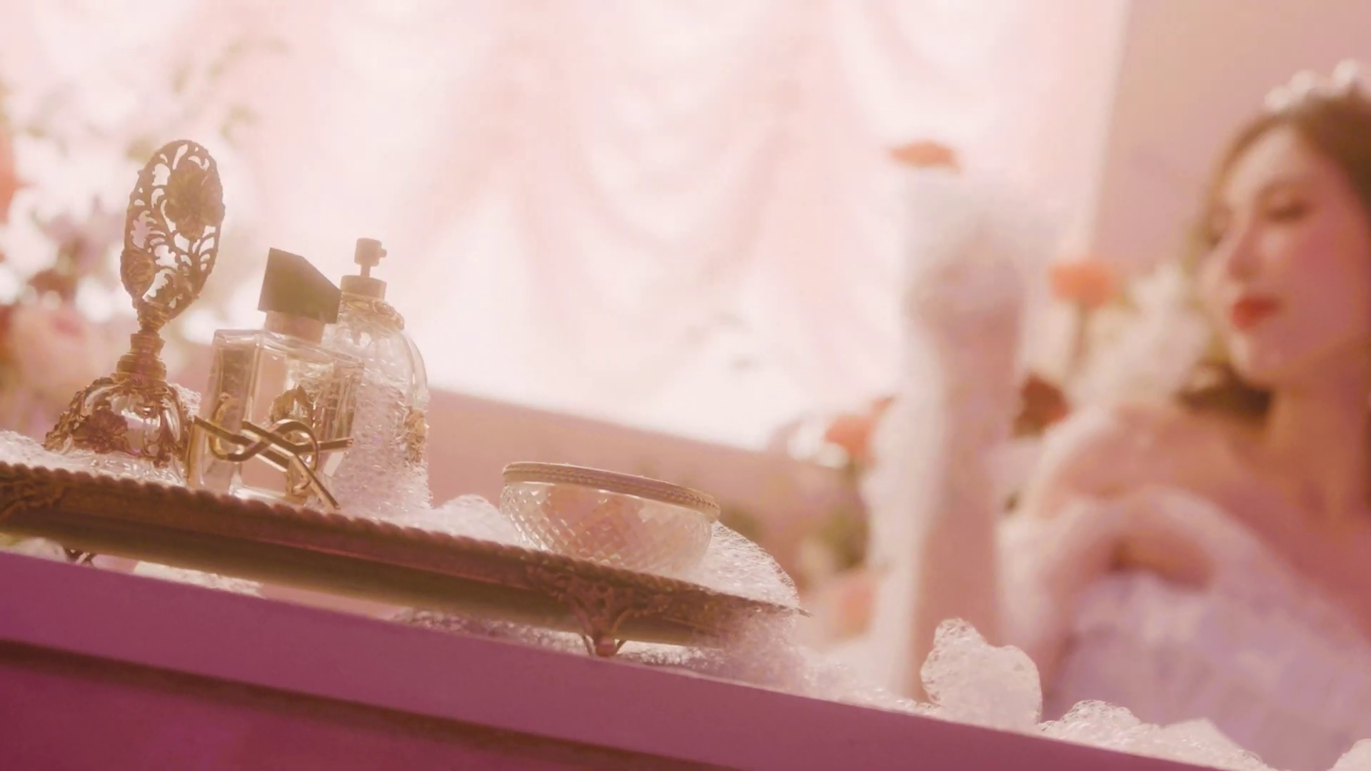 hyuna flower shower, hyuna flower shower makeup, hyuna 2019 comeback